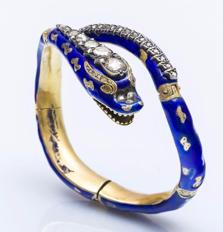 Bracelet rigide ouvert formant un serpent en or jaune 18 carats Pestel-Debord