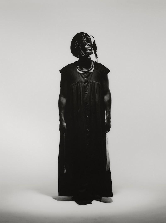 Mohau Modisakeng (nato nel1986), Untitled (Frame XVI) (2013).