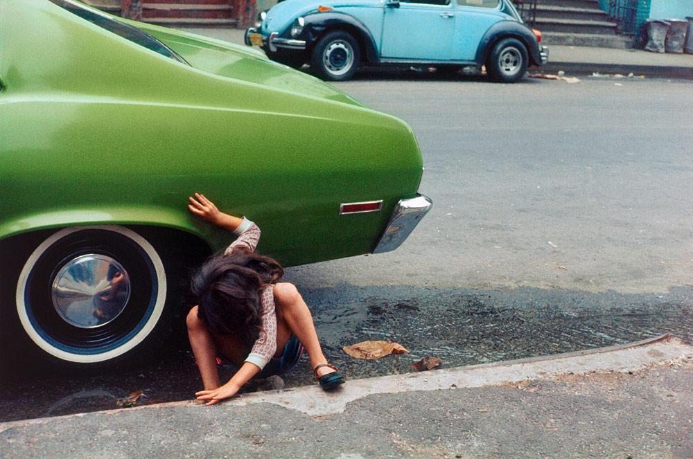 helen-levitt-squatting-girl_spider-girl-new-york-city-1980