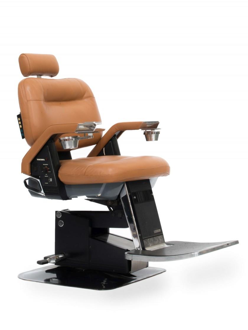 Salon de beauté, fauteuil de barbier, Takara Belmont, modèle confort 21, image ©Artcurial