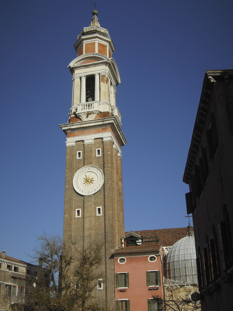 Klocktornet på Santi Apostoli.
