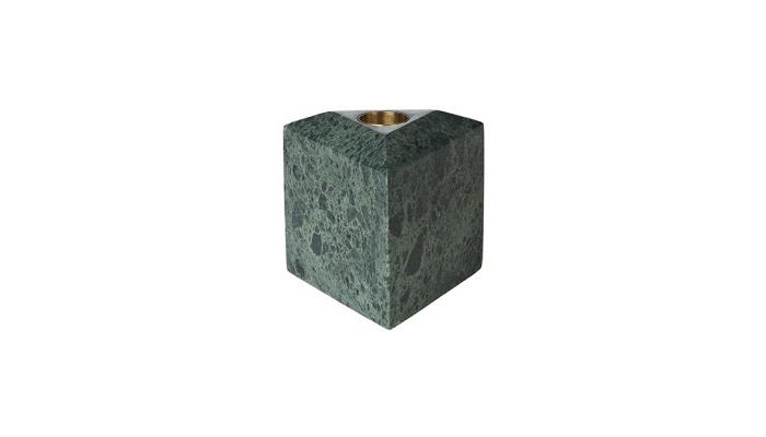Ljusstake, Louise Roe. Grön marmor med ljushållare i mässing Höjd 8,5 cm. Fast pris: 450 SEK. Herr Judit