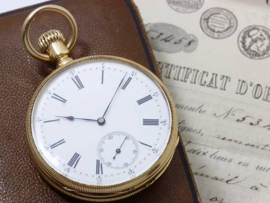 The Patek Philippe gold pocket watch consigned and sold a Expertisez Sas through Barnebys appraisal service.