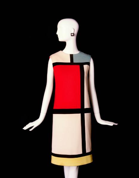 Robe de cocktail inspirée par Mondrian. Photo: © Fondation Pierre Bergé – Yves Saint Laurent.
