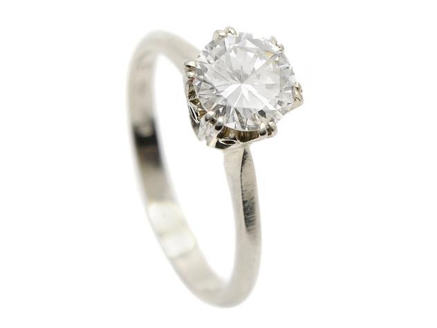 ENSTENSRING, 18K vitguld, briljantslipad diamant 1,15 ctv, ca W(H)/SI1, stl 17,5 mm, vikt 3,4 g, planslipad kulett. Utropspris: 37 000 SEK.