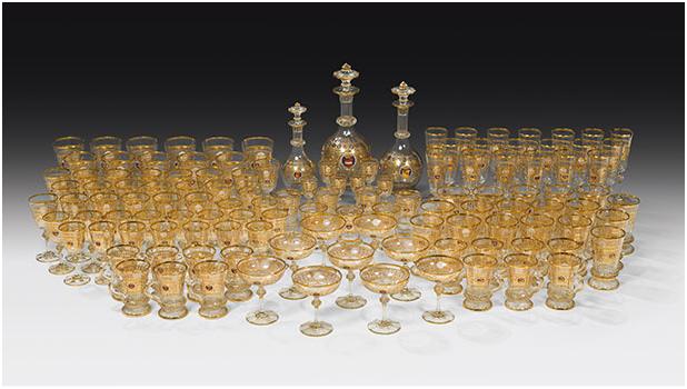 THEOPHIL HANSEN (Kopenhagen 1813-1891 Wien) - Trinkservice aus dem Schloss Hernstein, geschliffenes Glas mit Gold- und Emaillemalerei, 125 Teile, Wien um 1860 Schätzpreis: 25.000-50.000 EUR