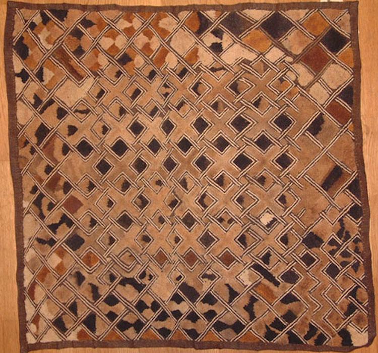 Shoowa velvet, African textiles. Stock No. 2299 Origin Kongo Age 1900-50 Width 22.8 in/58 cm Length 23.6 in/60 cm. Utropspris 12 500 SEK, JP Willborg