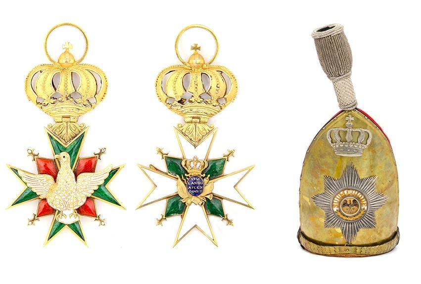 Links: Sachsen-Weimar, Hausorden vom Weißen Falken, Kommandeurkreuz 1815-1870 Rechts: Offiziersmütze Kaiser Alexander Garde-Grenadier-Regiment Nr. 1, Preussen um 1910