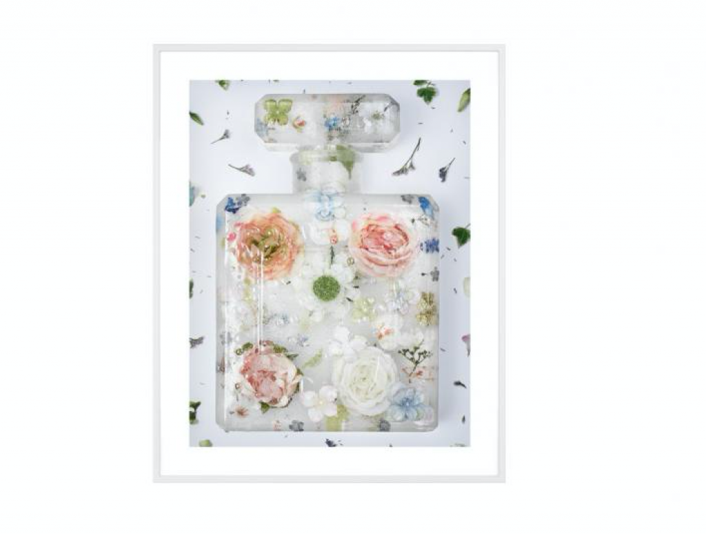 CLARA HALLENCREUTZ - Brand Matters - Eau de frozen flowers II | Foto: Absolut Art
