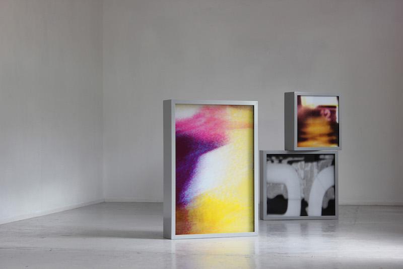 """Grafikens Hus, Hedvig Thorkildsen, """"LUMO"""", skulpturala ljuslådor med screentryckta transparenta skikt, 2015"""