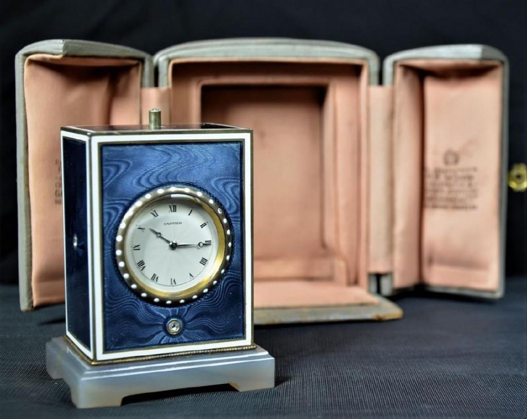 CARTIER - Reiseuhr aus Silber mit Emaille und 3 Diamanten Startpreis: 12.000 EUR