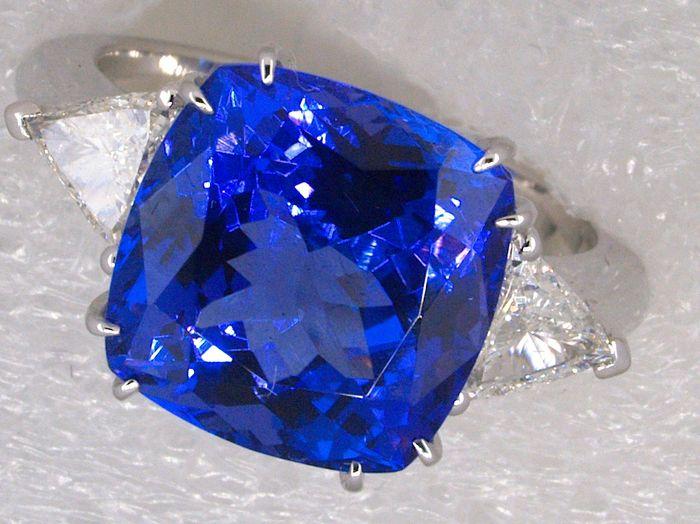 Weißgold-Ring mit Tansanit und Diamanten