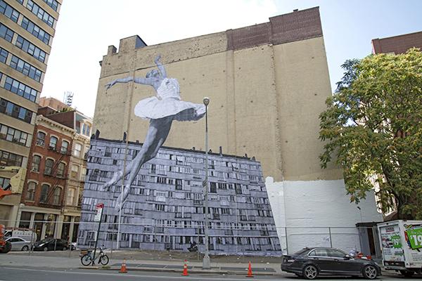 JR a récemment affiché sa fameuse ballerine dans les rues de New York, à Tribeca Photo: courtesy JR.