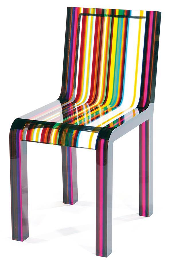 """Chaise """"Rainbow"""", structure formée de lames d'altuglas découpées et assemblées verticalement Patrick Norguet & Capellini Estimation: 3 500/4 500 €"""