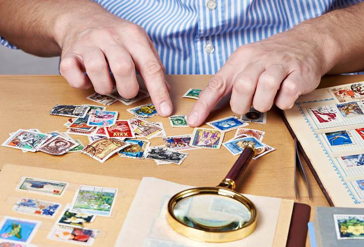 La philatélie est l'art de collectionner les timbres postaux et timbres fiscaux, et de les étudier