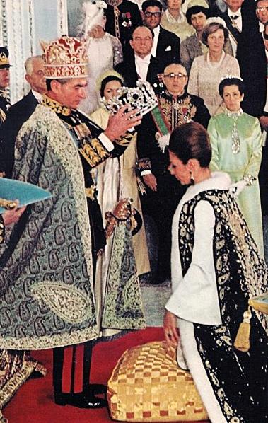 Coronación de Farah Pahlavi (Diba) en su coronación, el 26 de octubre de 1967
