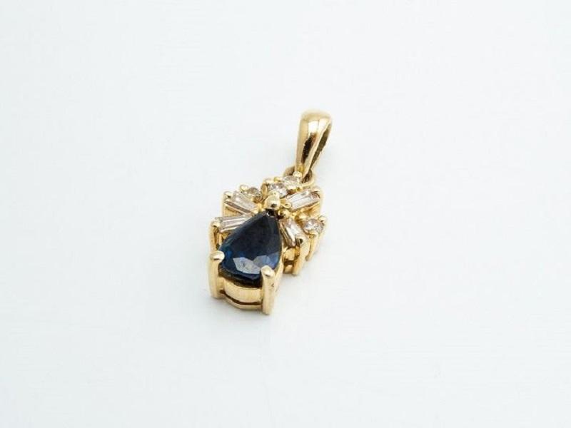 Colgante en oro con zafiro central talla pera
