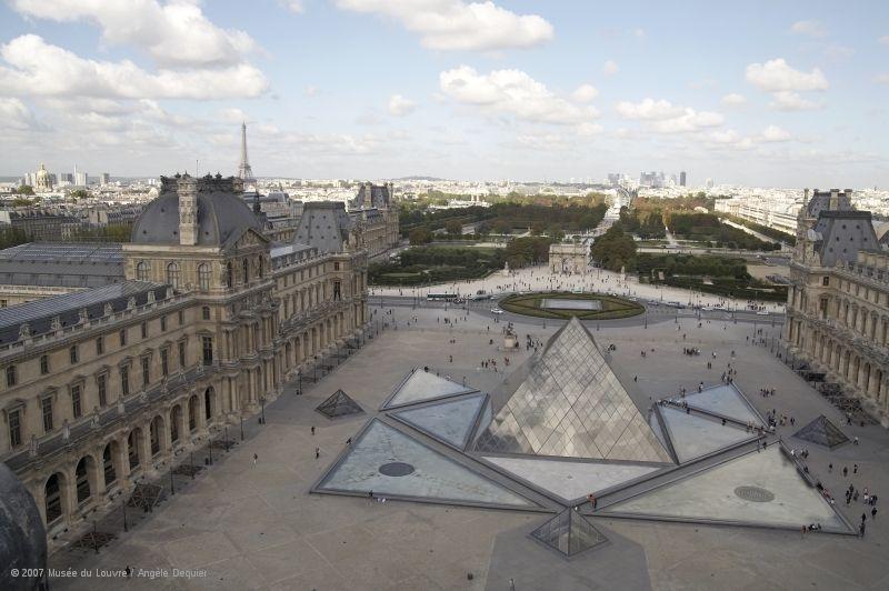 Cour Napoléon, la Pyramide © 2007 Musée du Louvre / Angèle Dequier