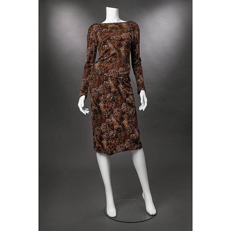 KJOL OCH JUMPER Greta Garbo. Pucci-liknande mönster i brunt, orange och vitt. Omärkt. Utropspris 2 000 SEK.