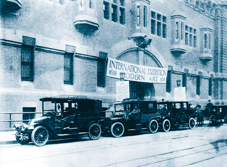 Outside the Armory Show 1913. Image: Wikimedia Commons