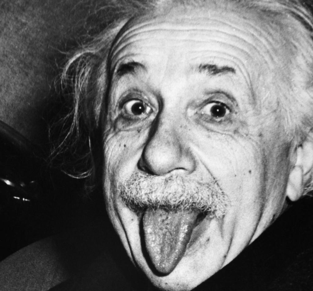 Hat seinen kindlichen Charme nie verloren: Albert Einstein im Alter von 72 Jahren