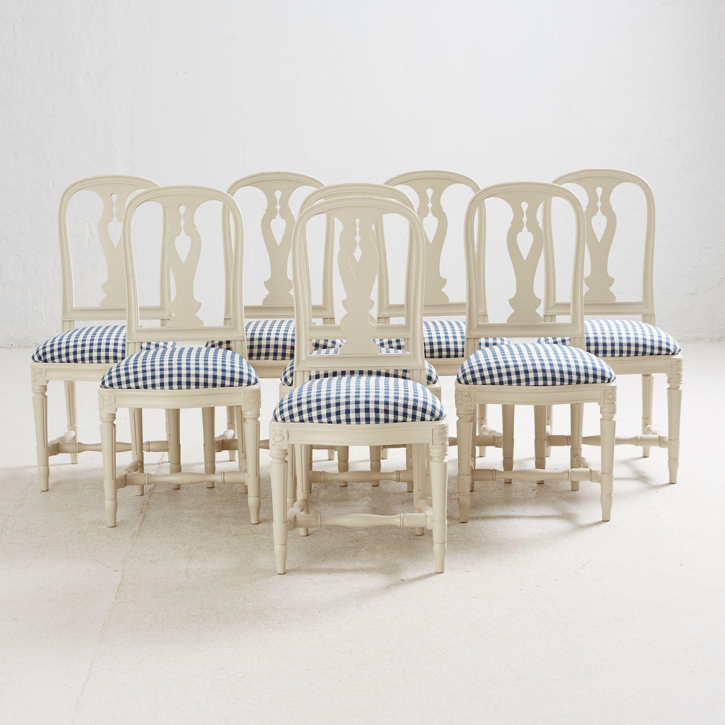 Série de fauteuils de la Collection 1700 Adjugée 3 100 EUR le 30 janvier 2017 par Stockholms Auktionsverk Online