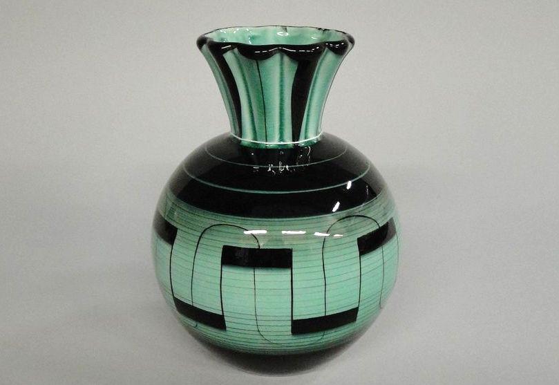 Hos Björnssons auktionskammares vårkvalitet den 21 maj hittar du mängder  fantastiska föremål i glas 83dae586b4771