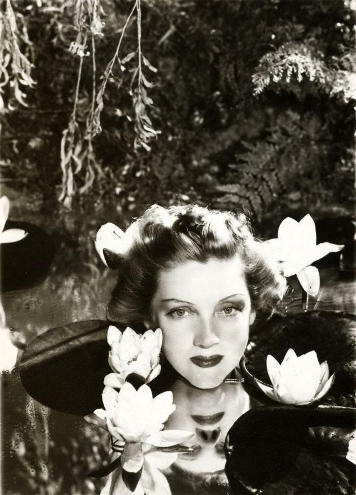 Angus McBean, Dorothy Dickson, 1938 Image via fotographiaonline.com