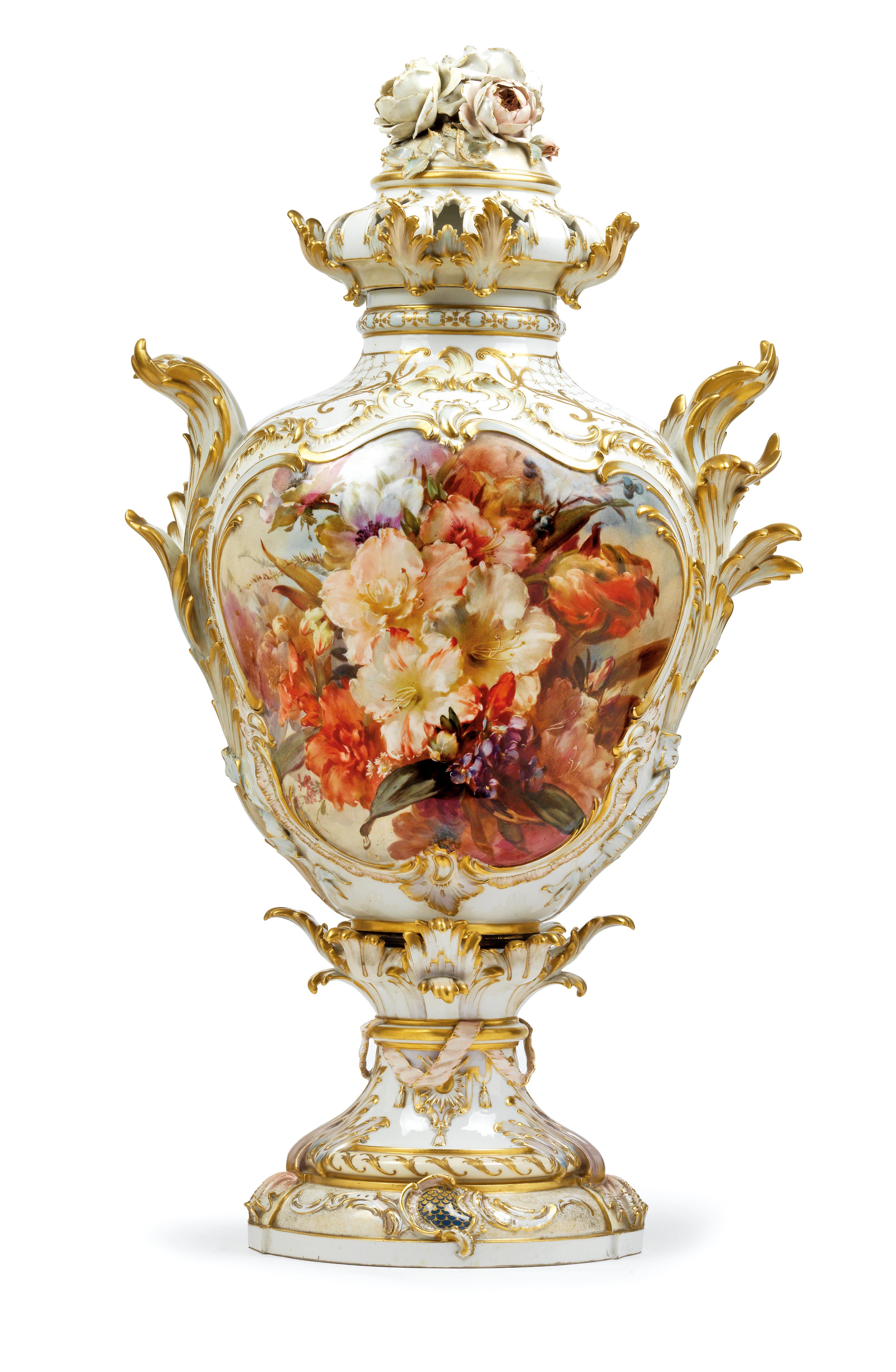 Ernst Heinecke – Vase en porcelaine tendre, image ©Dorotheum