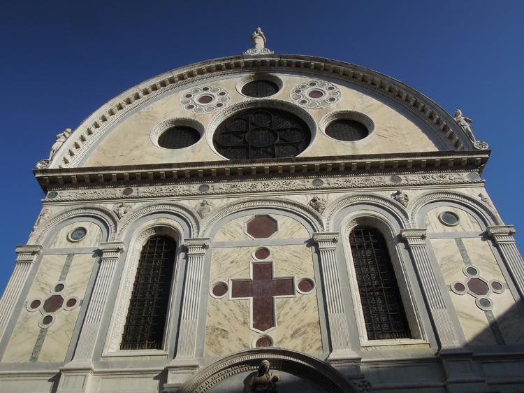 Fasaden liknas ofta vid ett juvelskrin.