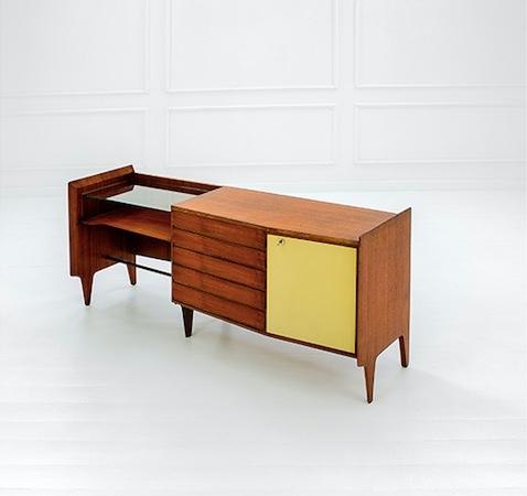 GIO PONTI - Schreibtisch aus Esche, Laminat, Messing und geschliffenem Glas, 80x167x48 cm, ca. 1950 Schätzpreis: 9.000-12.000 EUR