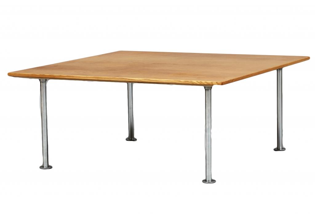 Soffbord, formgivet för DUX. På auktion hos Göteborgs Auktionsverk.