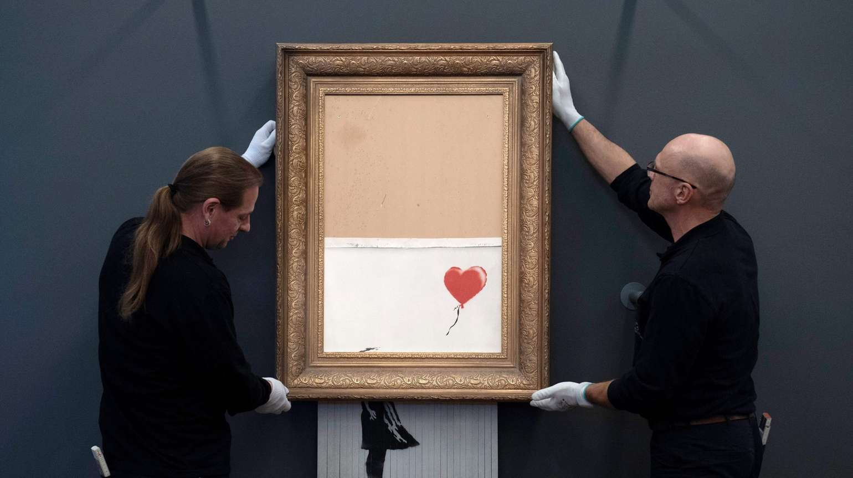 Banksyverket Love is in the bin. Foto: Thomas Kienzle/AFP.