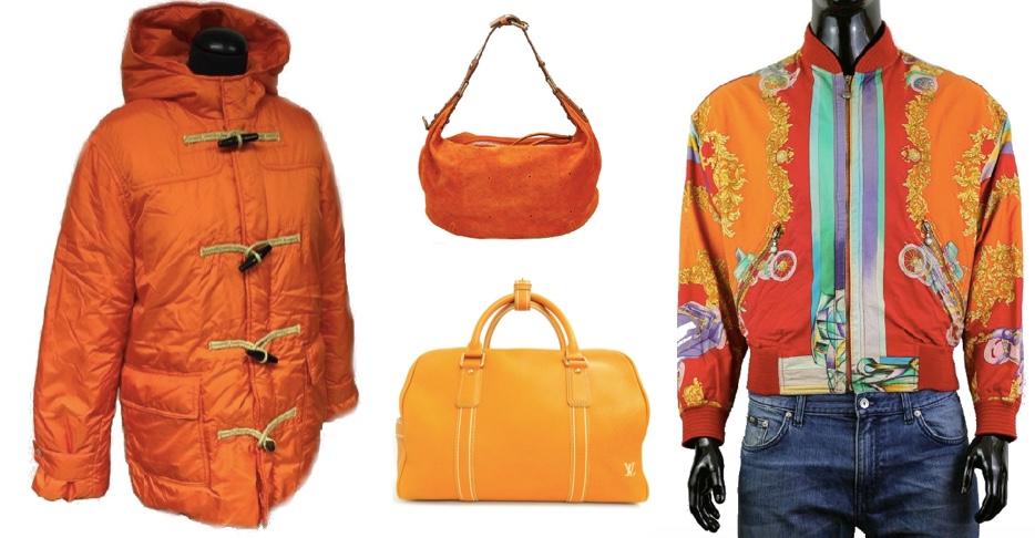 Links: Ralph Lauren Duffle Coat mit Daunenfutter Oben: Louis Vuitton Handtasche Onatah GM aus Wildleder Unten: Louis Vuitton Reistasche Boston Rechts: Versace Vintage Barocco Bomberjacke, 1990er Jahre