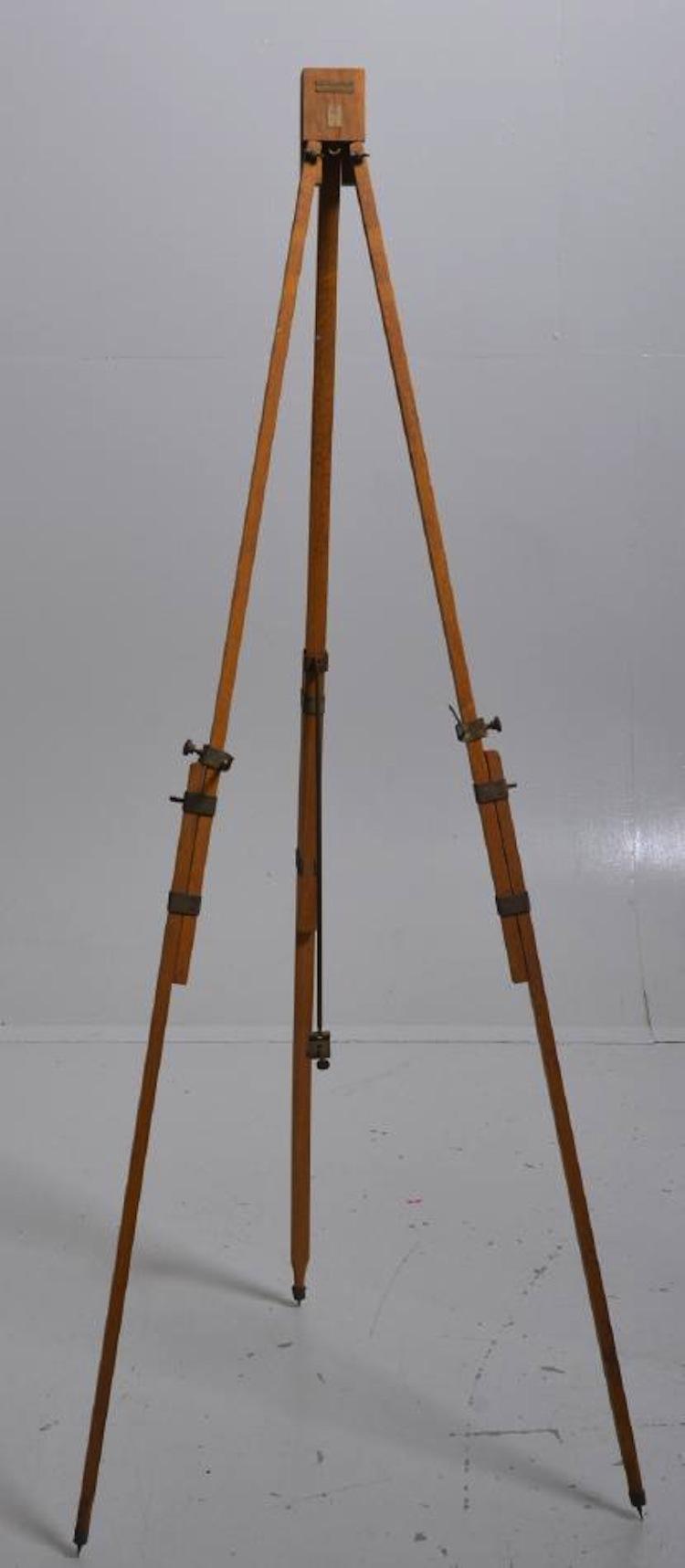 Ett hopfällbart stafli tillverkat av AB W Becker i Stockholm ropas ut hos Västerviks Auktionsbyrå för 500 kronor
