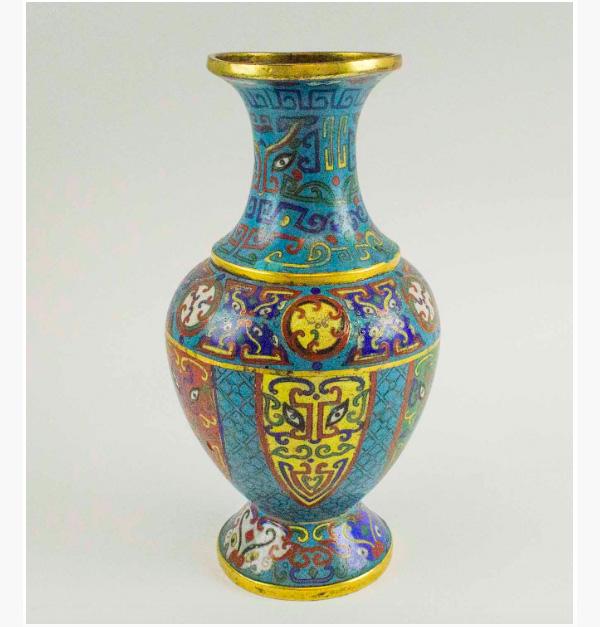 18th-century Chinese Cloissoné Vase. Photo: Lots Road