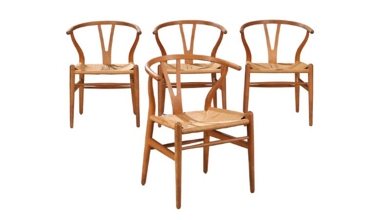 Y-stol/Wishbone, fyra st. stolar i ek med naturflätad sits, modell CH 24, designad 1949 På auktion hos Bruun Rasmussen