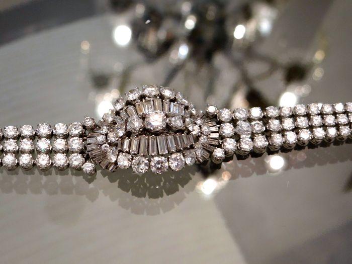 Armband aus Platin mit über 190 Diamanten (zus. ca. 35 ct) Schätzpreis: 101.000-132.500 EUR Auktionsende: 8. Oktober, 20 Uhr