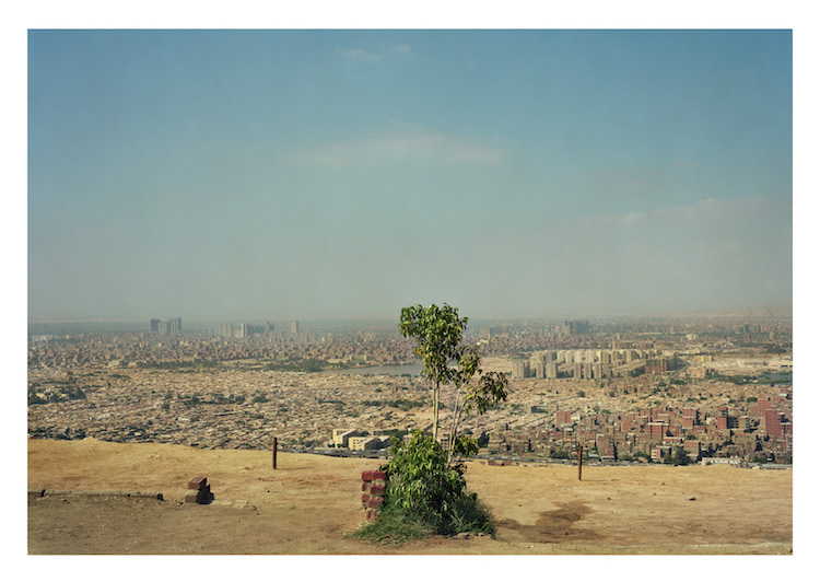 """""""Al Mokattam Mountain, Cairo, Egypt"""" ur """"Africa is a Great Country"""" av Jens Assur. Upplaga om fem exemplar. Latex ink print on paper, 175 x 125 cm"""