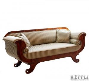 Biedermeier-Sofa in Nussbaum, 90x205 cm, Süddeutschland um 1830 Aufrufpreis: 720 EUR