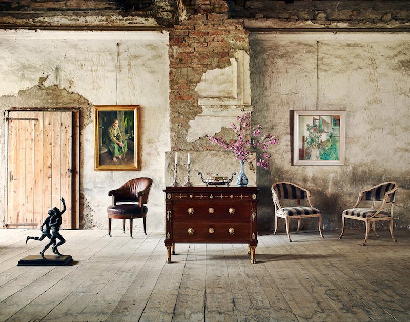 """Uppsala Auktionskammare presenterar flera högklassiga möbler varav den gustavianska skrivbordsstolen i mahogny tillskriven Johan Christian Linning är en dröm. Liksom Carl Larssons """"Nerium"""" är en """"nyupptäckt"""" målning av konstnären"""