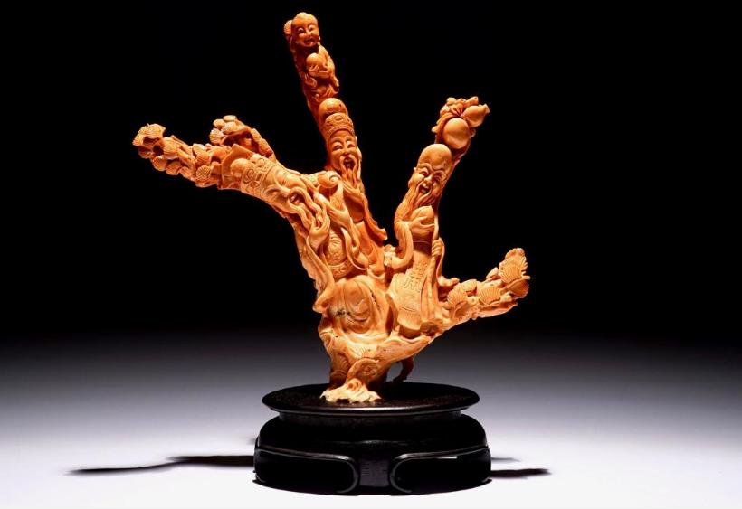 Geschnitzte Koralle mit Unsterblichen-Darstellung, China 19./20. Jh.