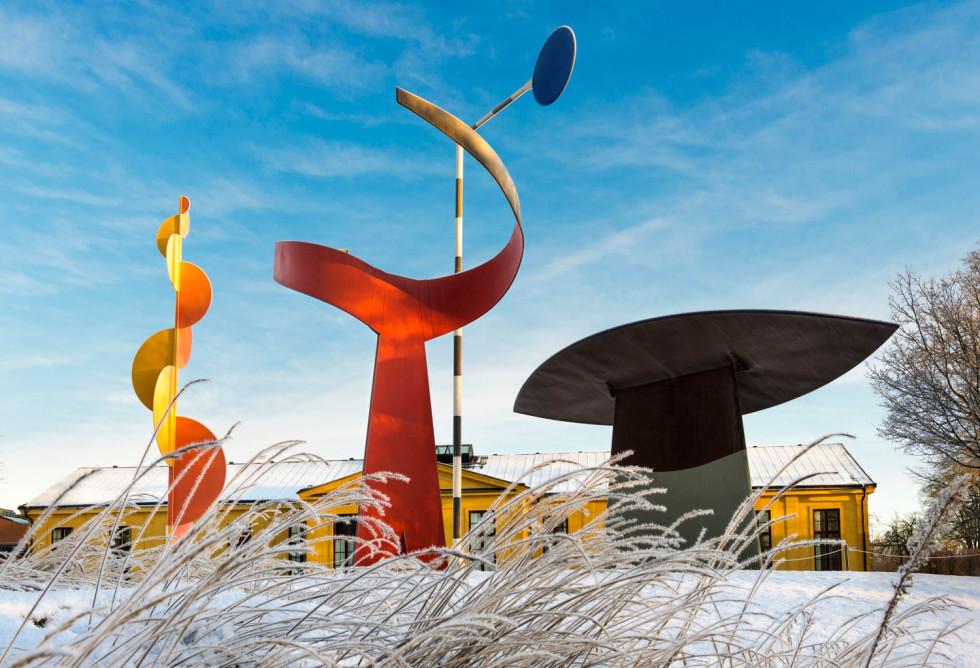 Skulpturer av Calder utanför Moderna Museet i Stockholm