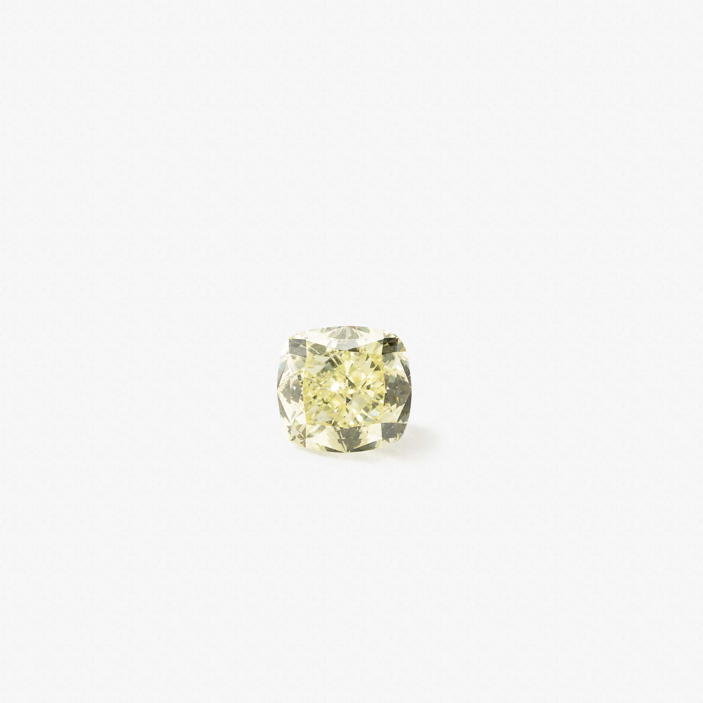 Diamant taille coussin pesant 1,39 carat Avec certificat GIA: Fancy Light Yellow, Natural Even, IF, numéroté GIA 2173378445, 18 novembre 2015 Estimation: 9 000 à 12 000 EUR