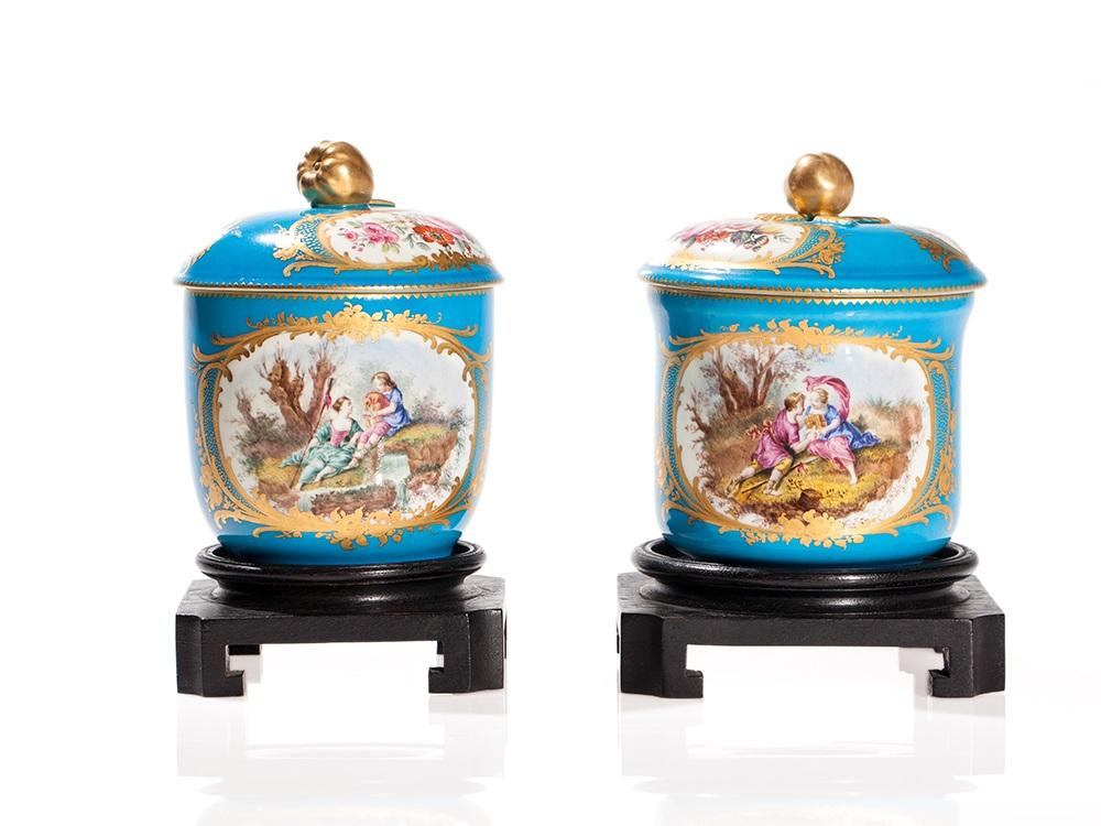 Paar Porzellan Deckeldosen mit Bleu Celeste Fond, Paris, 19. JH