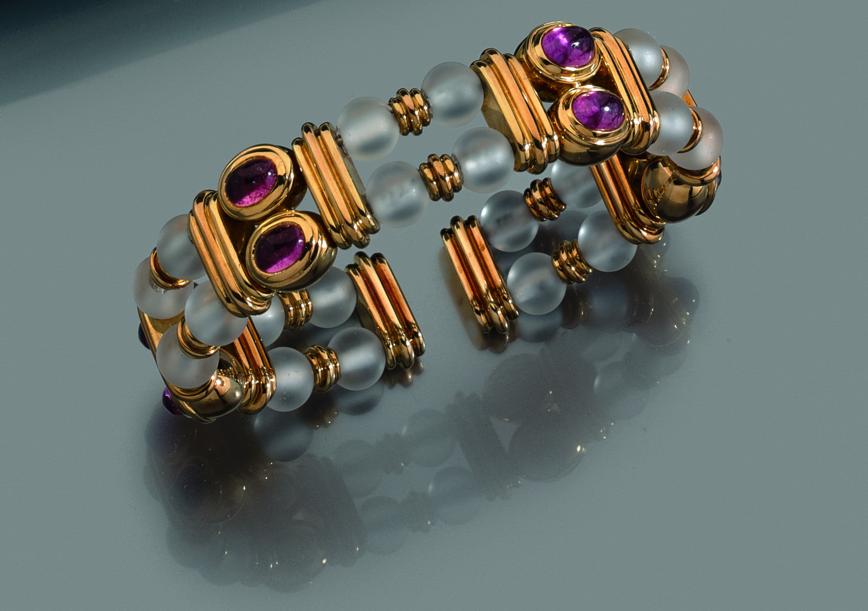 Boucheron Bracelet semi rigide en or ponctué de boules de cristal et de tourmalines  En vente chez Expertisez.com