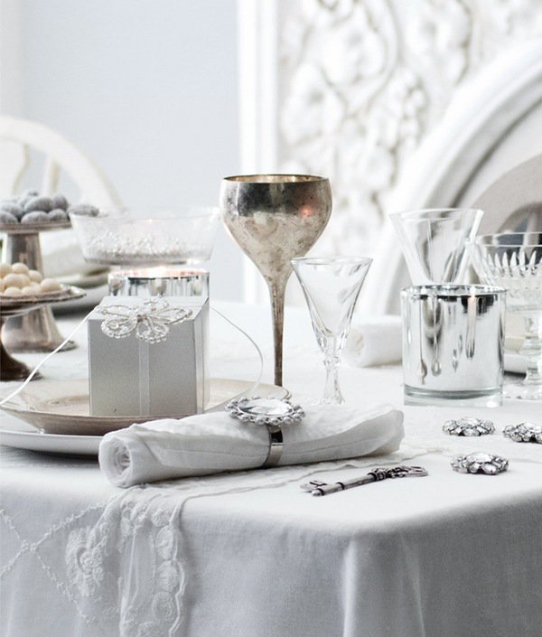 christmas-table-decoration-ideas-silver-white-colors-elegant-table-setting
