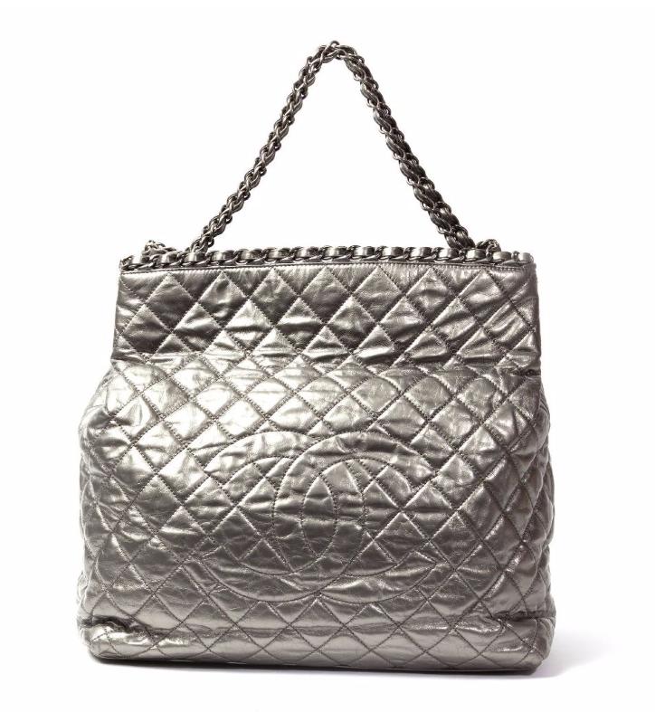 Chanel Sac cabas 37cm en cuir vieilli matelassé métalisé argent Tessier Sarrou