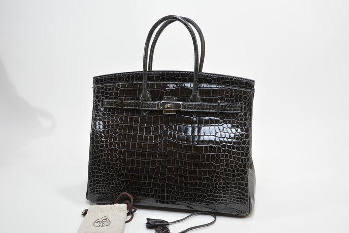 Bolso HERMÈS, modelo Birkin 35 en piel de cocodrilo color Grafito. Precio estimado: 76.400-99.450 €