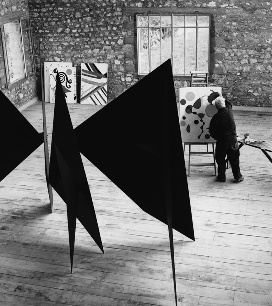 L'atelier de Calder à Saché, France Image via calder.org
